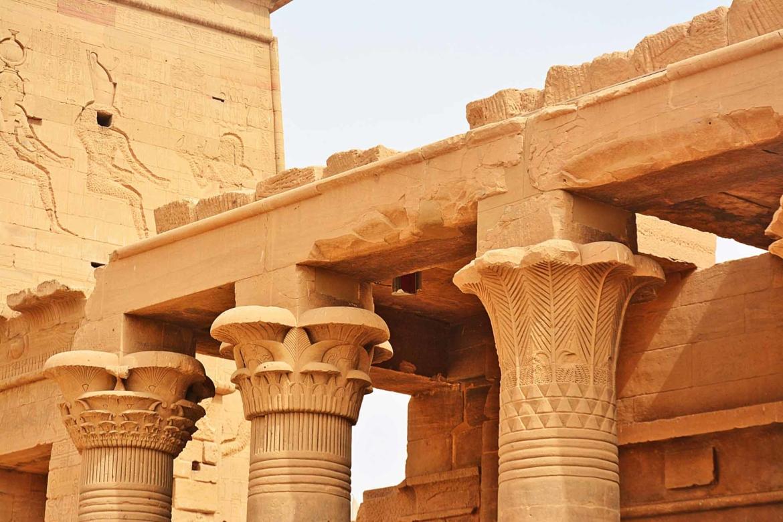 DSC_0512_Temple_d_Isis_et_Colonnade_Est-_Ile_d_Aguilkia_-_Philae.jpg